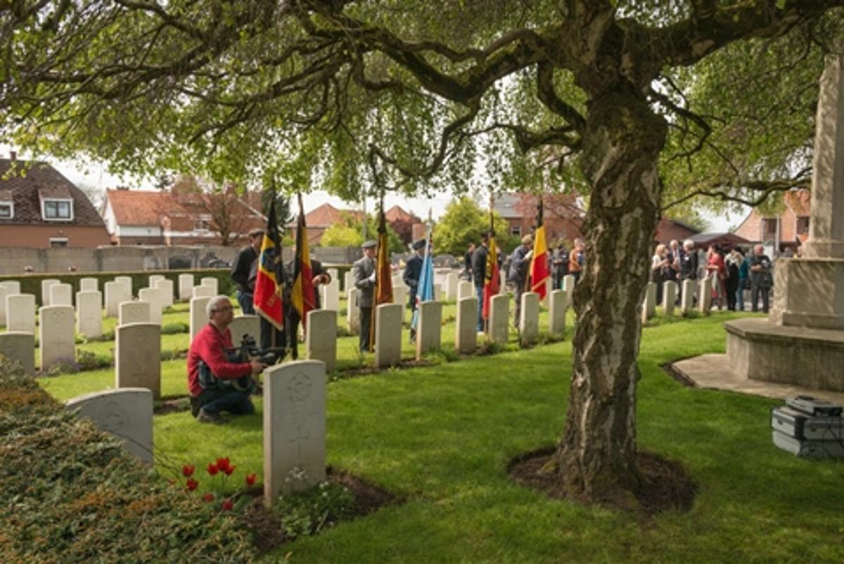 Carré militaire au cimetière de Florennes