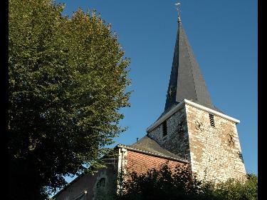 Olne, sa maison communale et son église