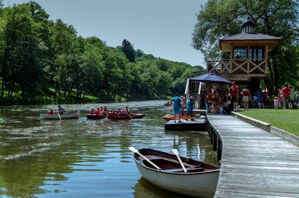 Barques sur le lac Domaine Provincial de Chevetogne