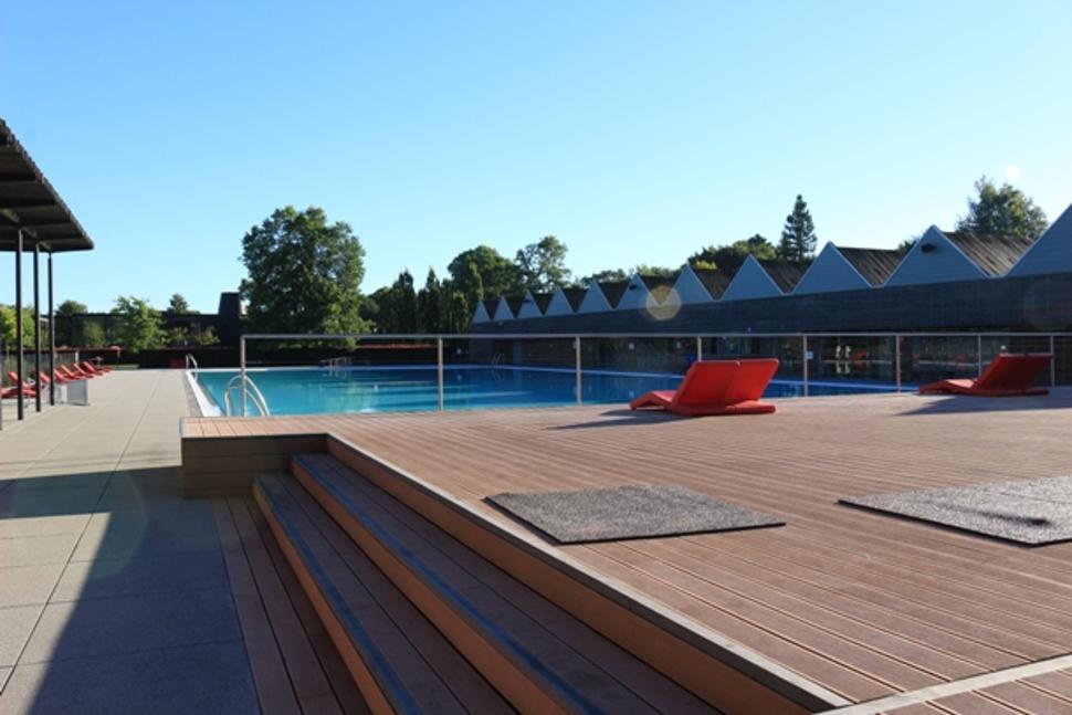 Terrasse et piscine Domaine Provincial de Chevetogne