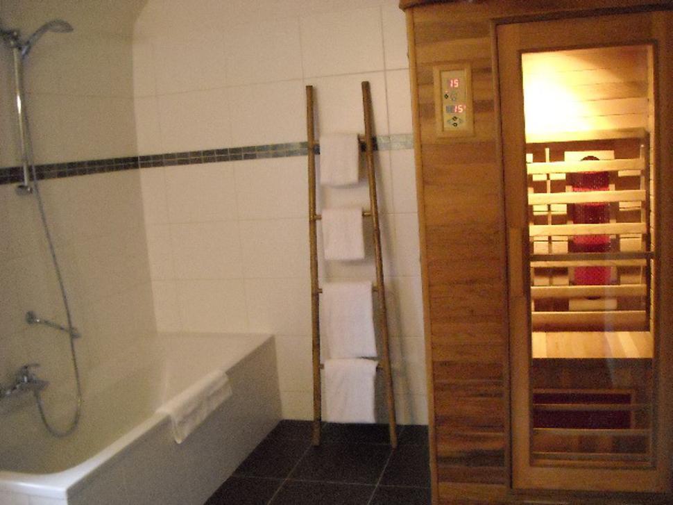 Ferme-de-leuze-sdb-sauna