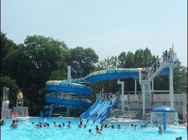 Complex van openluchtzwembaden van het Provinciaal Domein van Wégimont