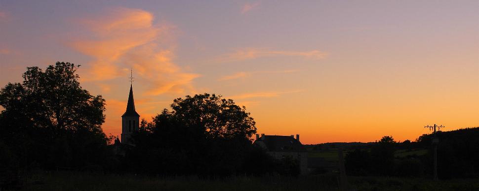 Eglise de Bonsin avec coucher de soleil
