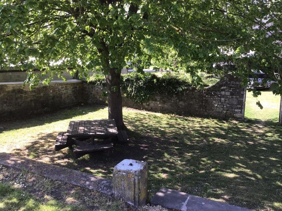 Table de pique-nique Jardin maison communale (4) bis