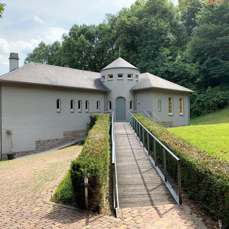 Grey House Meublé Olne - Extérieur