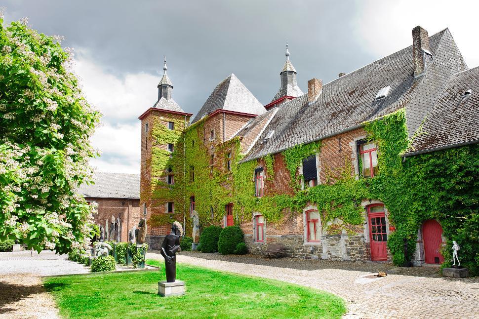 Ferme-château de Petit-Leez1