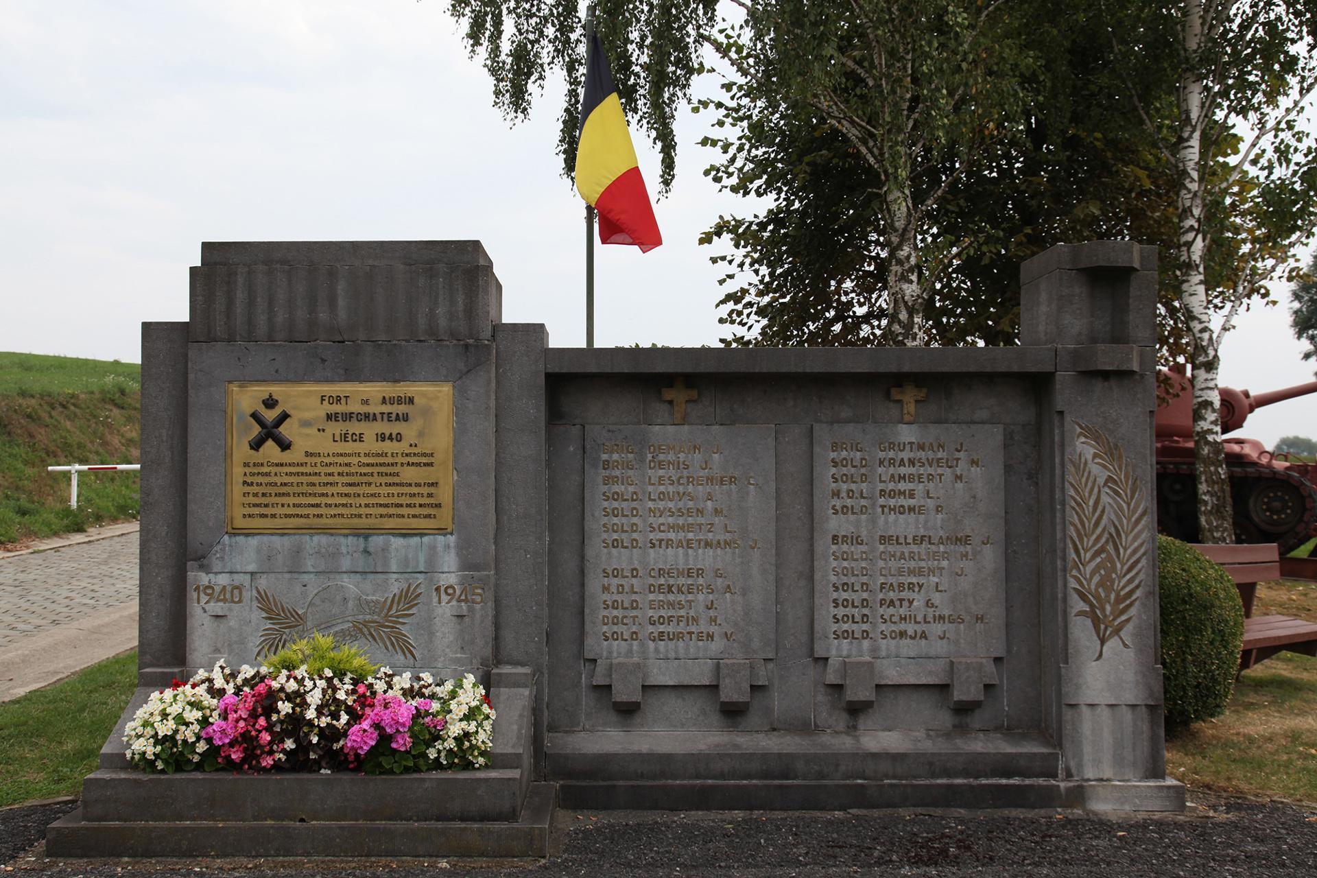 Fort d'Aubin-Neufchâteau - Dalhem - monument aux morts